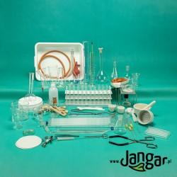 Zestaw 132 elementów szkła i wyposażenia laboratoryjnego