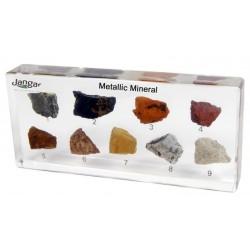 Minerały, rudy metali i surowce mineralne, 9 okazów zatopionych w tworzywie