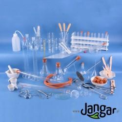 Zestaw 120 elementów szkła i wyposażenia laboratoryjnego